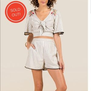 REED EMBROIDERED TIE FRONT BLOUSE & SHORTS(2PIECE)